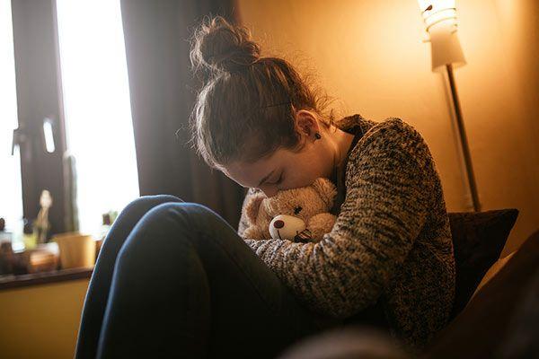 adolescente-abraza-osito